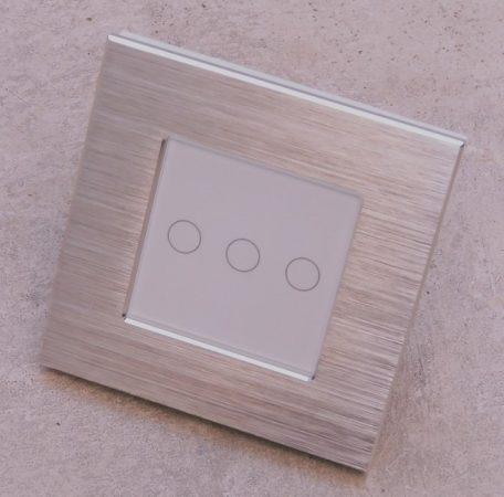 W7-3-2 érintőkapcsoló alumínium kerettel 3 lámpához,normál vagy alternatív bekötési lehetőséggel
