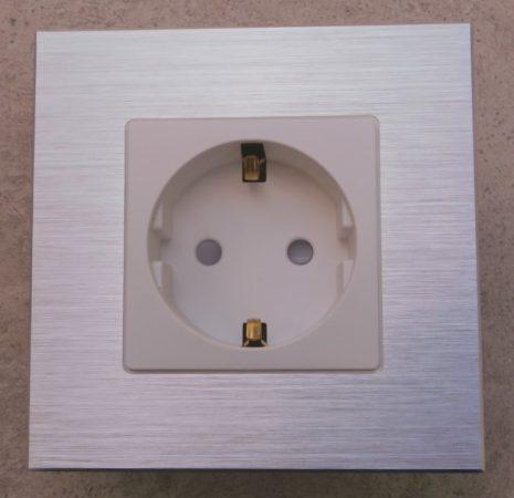 WD-1 földelt dugalj szál csiszolt alumínium kerettel 1-es